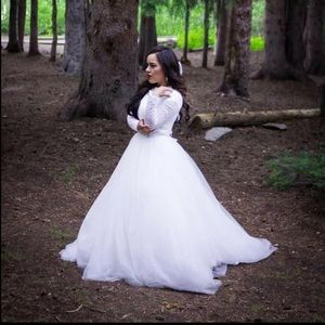 26W Wedding Dress Long Sleeves Lace Wedding Gown